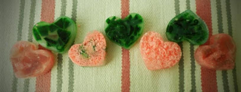 Kolorowe mydełka glicerynowe w kształcie serduszek